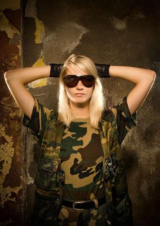 mujer soldado: Confiamos en busca mujer soldado