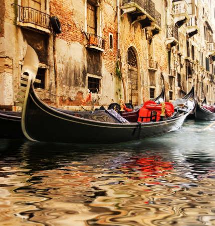 sculling: Traditional Venice gandola ride
