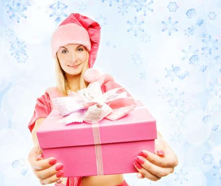 dona: mrs. Santa con una caja de regalo Foto de archivo