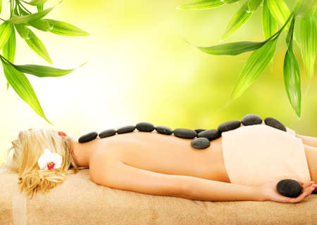 volcanic stones: Massage with volcanic hot stones