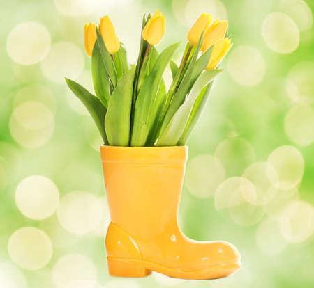 resh tulips in yellow vase Stock Photo - 3928312