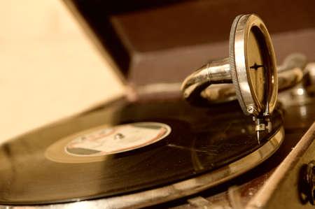 reproductive technology: Antiguo gram�fono