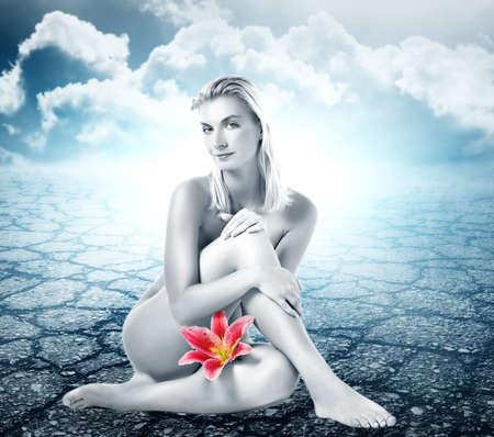 junge frau nackt: Sch�ne nackte junge Frau in der W�ste