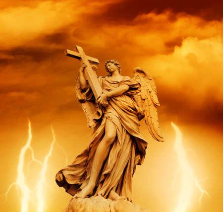 イタリア (ローマ)、サンタンジェロ橋の上の天使の像 写真素材