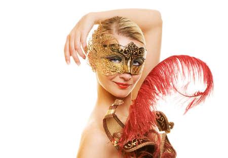 masked woman: Joven y bella mujer con m�scara de carnaval en su cara