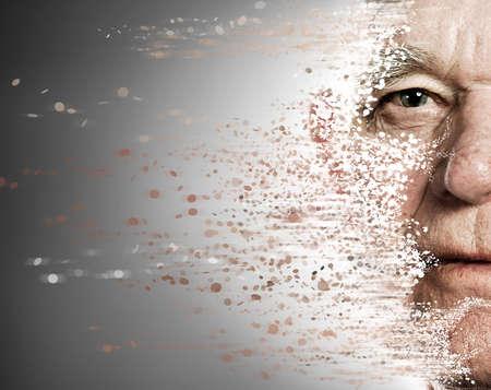 rides: Le visage d'un homme �g� de s'�crouler. Aging concept