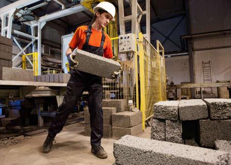 fabrikarbeiter: Factory-Loader bei der Arbeit
