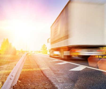 transporte de mercancia: R�pido movimiento de camiones