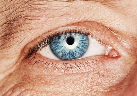 occhi tristi: Immagine di un occhio umano