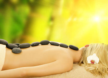 volcanic stones: Massage with hot volcanic stones