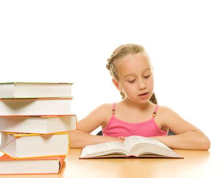 Colegiala joven leyendo un libro Foto de archivo - 5505258
