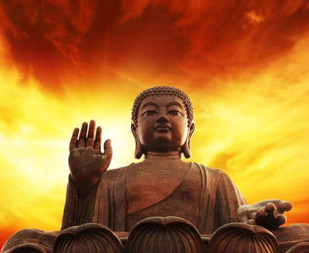 espiritu santo: Estatua de Buda  Foto de archivo
