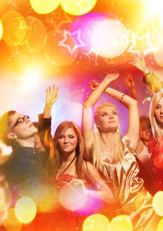 fiestas discoteca: Personas bailando en el club nocturno