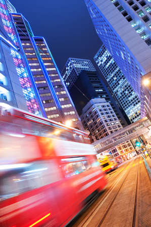 trails of lights:  Autobus movimento veloce di notte