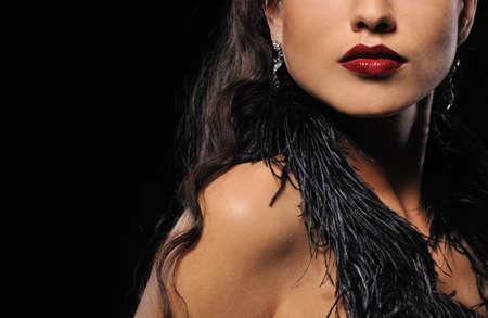 aretes: Retrato de primer plano de una hermosa mujer Morena   Foto de archivo