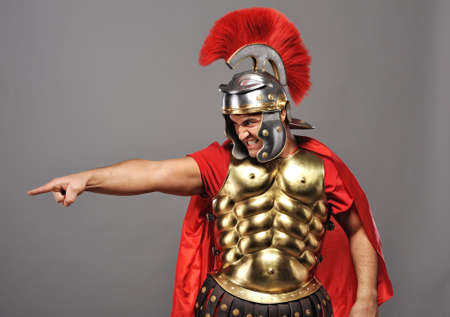 cascos romanos: Soldado de legionario enojado