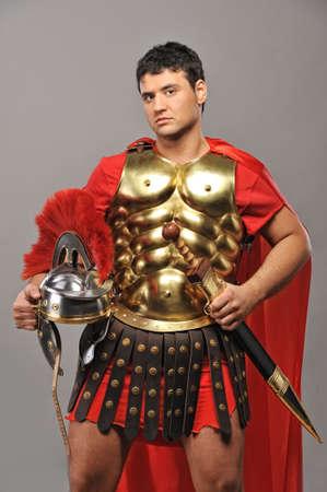 cascos romanos: Retrato de un soldado legionario  Foto de archivo