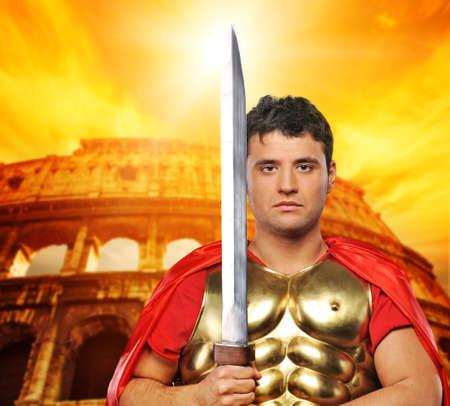 soldati romani: Soldato legionario romano davanti al Colosseo
