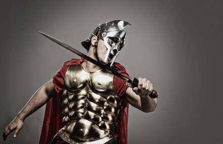 casco rojo: Listo para una pelea de legionario soldado