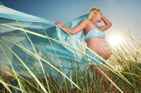 belle femme enceinte: Belle femme enceinte ext�rieur