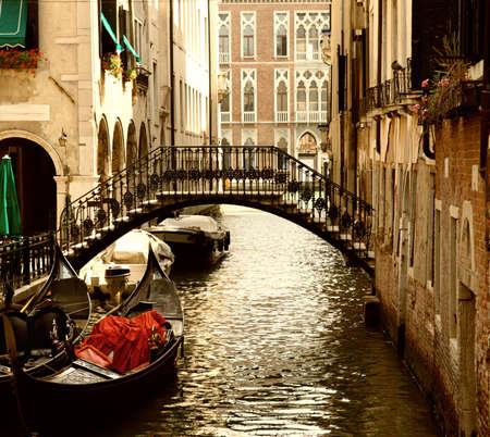 canal house: Tradizionale ride di Venezia gandola  Archivio Fotografico