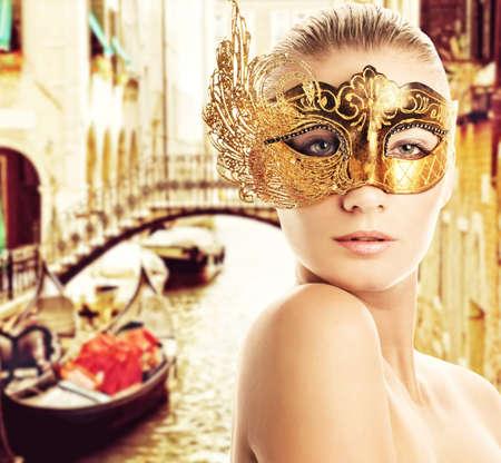 carnaval venise: Femme avec un masque de Carnaval de Venise Banque d'images