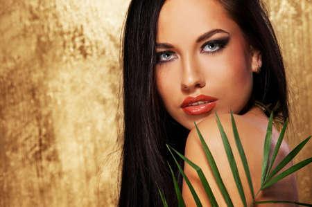 exotic: Retrato de primer plano de una atractiva mujer Morena Foto de archivo