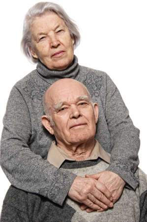 mujer pensativa: Retrato de una feliz pareja senior abrazando mutuamente Foto de archivo