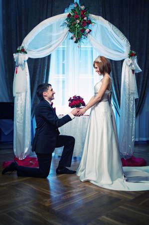 Ein paar an ihrem Hochzeitstag