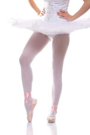 zapatillas ballet: Primer plano de una piernas de bailarina de ballet