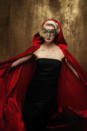 Beautiful lady in carnival mask Stock Photo - 9026928