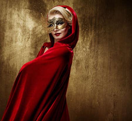 carnaval: Mooie dame in carnaval masker Stockfoto