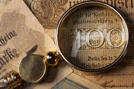 old macro: Primer plano de un billete antiguo