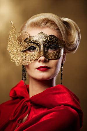 masked woman: Bella dama en m�scara de Carnaval Foto de archivo