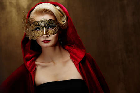 Beautiful lady in carnival mask Stock Photo - 9102370