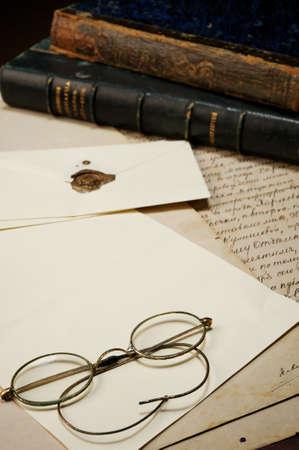 marca libros: Gafas Vintage en papel en blanco