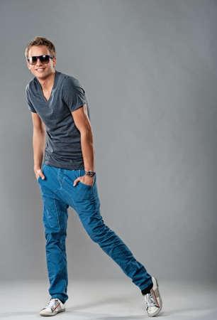 male fashion model: Joven guapo y elegante. Foto de archivo