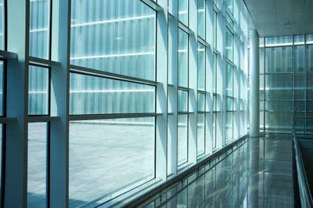 현대적인 건물의 내부입니다.