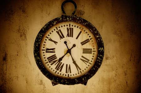 reloj antiguo: Vintage reloj de pared.