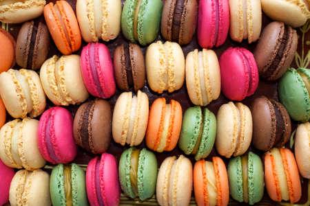 �pastries: Macarrones de colores de fondo.