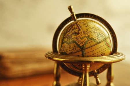 globo terraqueo: Primer plano de un globo de la vendimia Foto de archivo