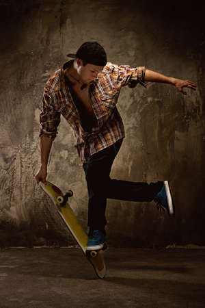 skateboarding tricks: Skater doing a trick