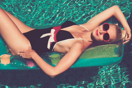 fashionable sunglasses: Pin up girl in the swimming pool