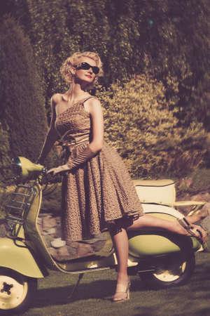 retro bicycle: Mujer en vestido retro con un scooter