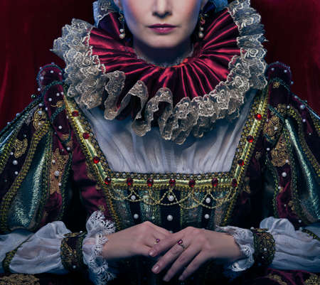 wig: Queen in royal dress and luxuriant collar