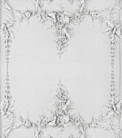 stucco facade: Luxury bianco disegno a parete con modanature