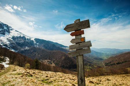Wanderwege Zeichen in einem Berge