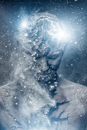 El hombre con el arte del cuerpo espiritual conceptual