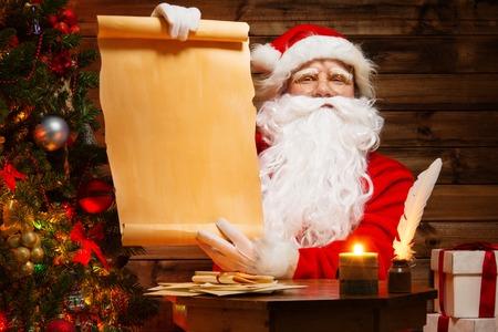 サンタ クロースの木製のホーム インテリア持株空白のウィッシュ リストのスクロール