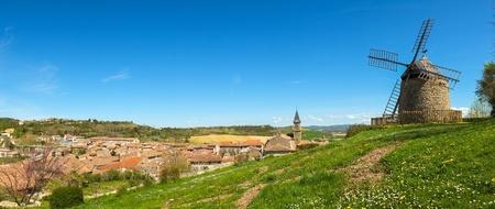 Vista panorámica de la antigua aldea de Lautrec, Francia Foto de archivo - 24592085